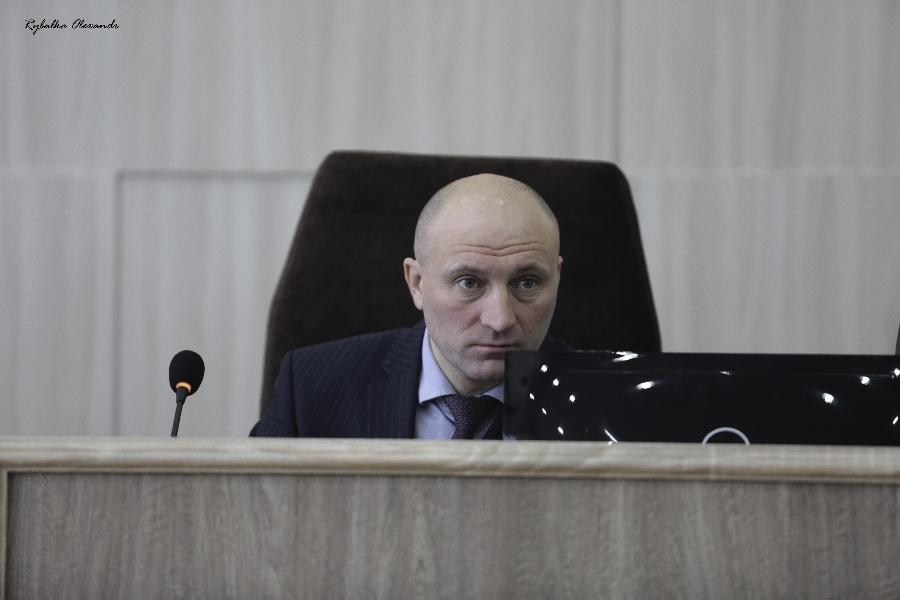 Як черкаські депутати на позачергову сесію не прийшли