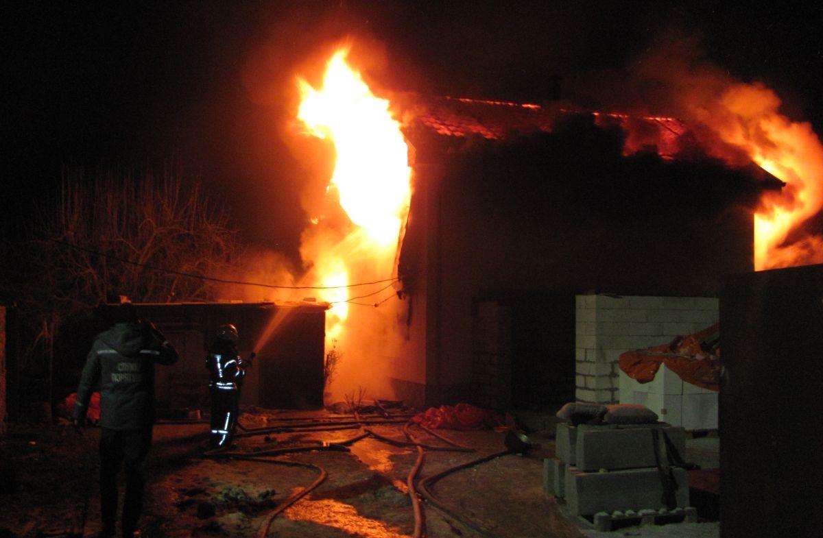 У Лозівку згоріла дача