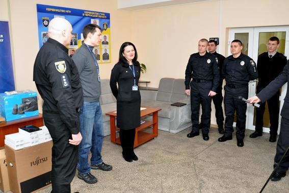 Поліцейським Черкащини вручили обладнання, необхідне для професійної підготовки