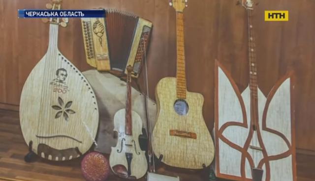 Музичні інструменти із сірників складає жашківщанин