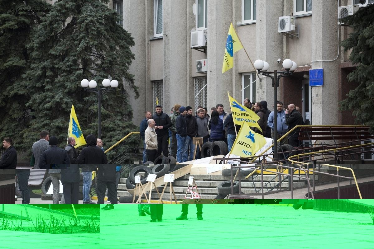 Шини і домовина: у Черкасах відбулася сесія міськради