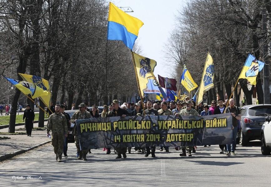 Пам'ятна хода до річниці початку неоголошеної війни на сході України