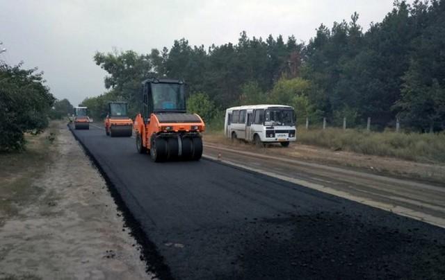 У Мошнах ремонтують дорогу