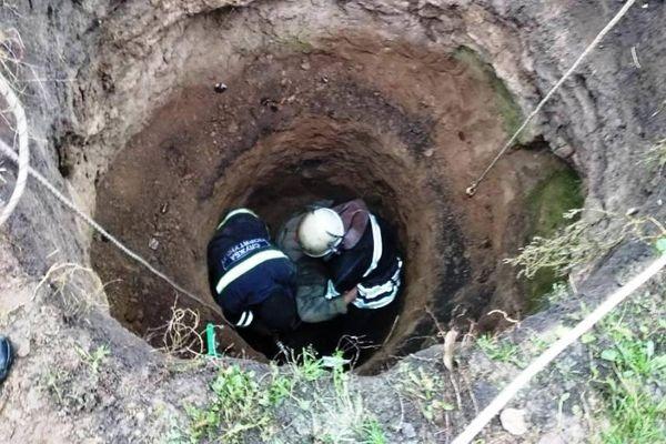 На Маньківщині жінка впала до каналізаційної ями