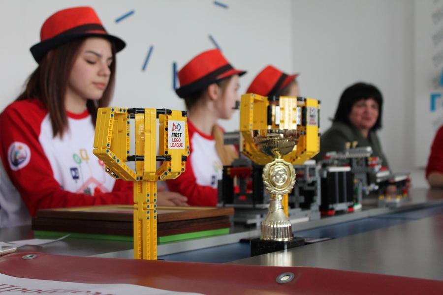 Переможці Всеукраїнського фестивалю робототехніки команда «BrainsOn»
