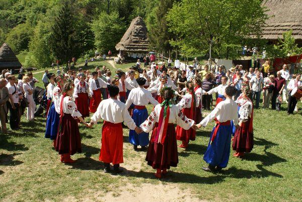 Великодні традиції в різних місцевостях України