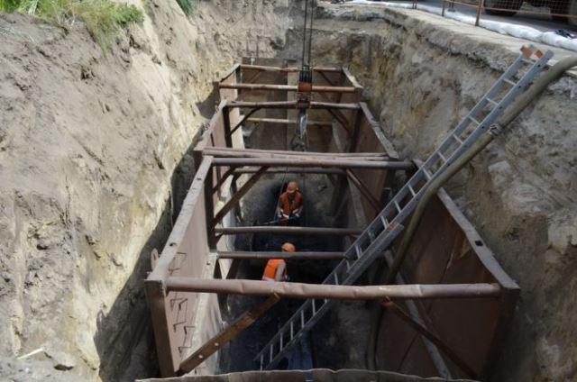 «Черкасиводоканал» оновлює каналізаційний колектор на вул. Новопречистенській (ФОТО)