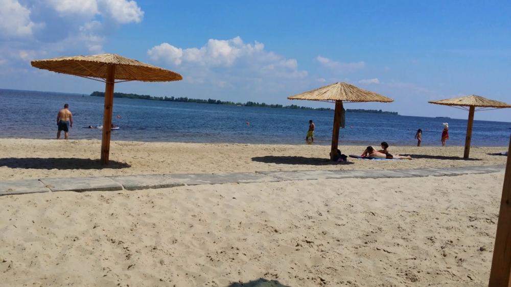 Фахівці рекомендують тимчасово утриматись від купання на черкаських пляжах