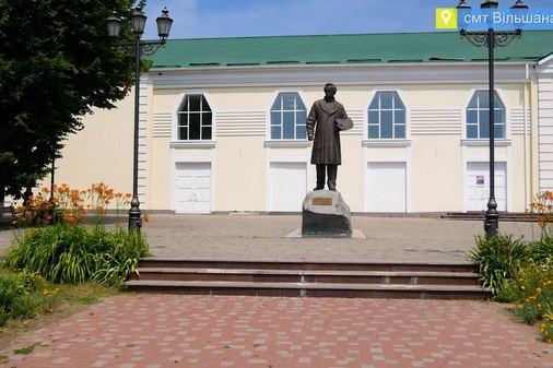 Жителі Вільшани вдячні Геннадію Бобову за ремонт будинку культури