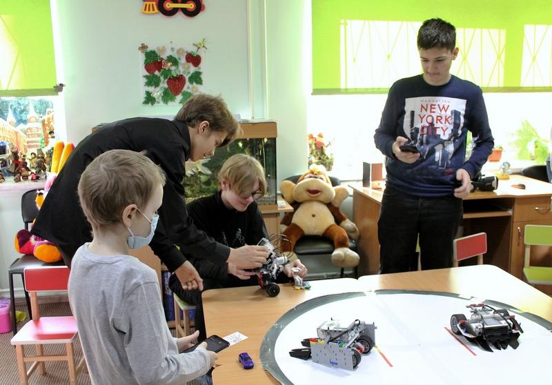 Хімічні забави: в онкодиспансері дітей вчили проводити наукові експерименти