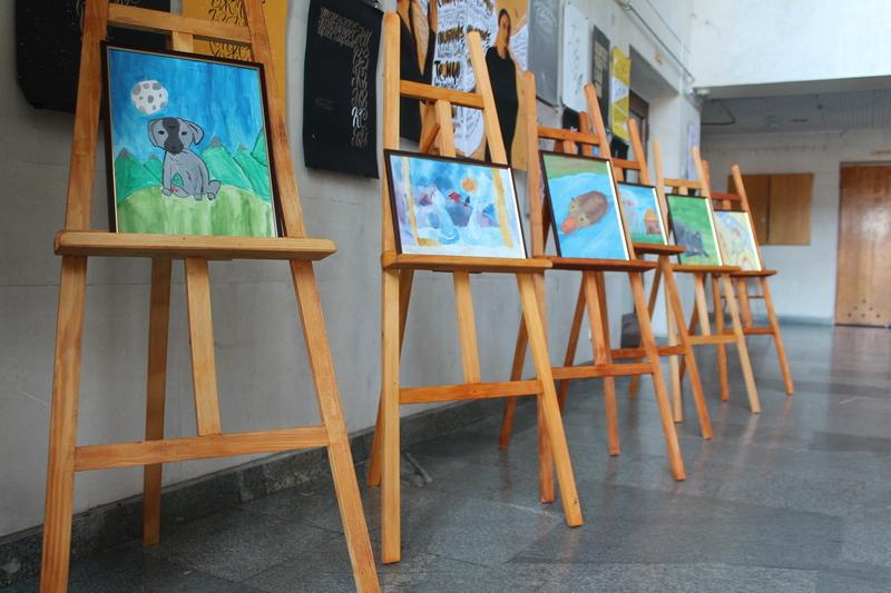 Благодійна виставка дитячих картин «Це мій справжній найщиріший вірний друг!»