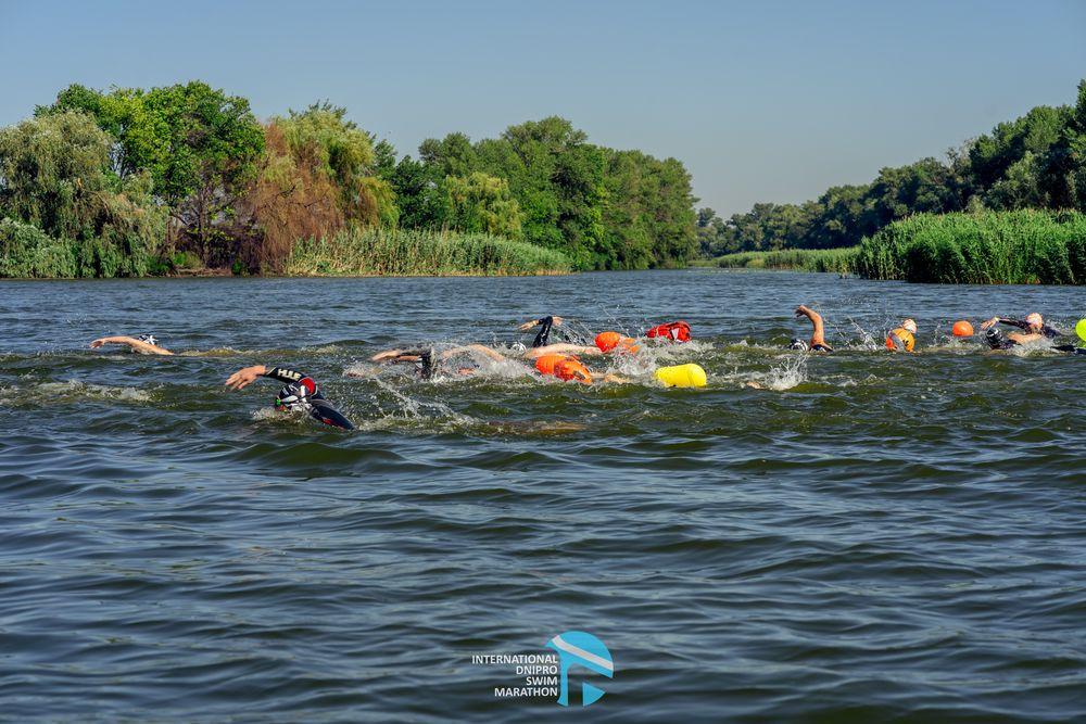 Масове підкорення Дніпра, − у Черкасах відбувся Міжнародний заплив
