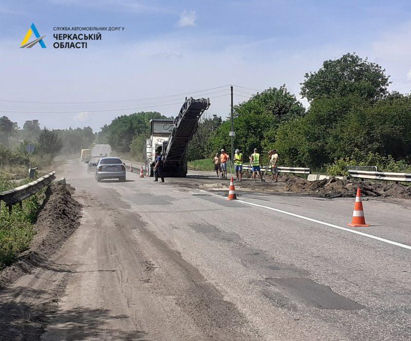 На Смілянщині стартував поточний середній ремонт на дорозі у Носачеві