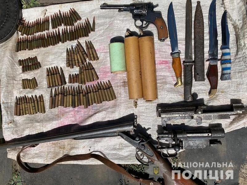 На Катеринопільщині поліцейські вилучили зброю та боєприпаси