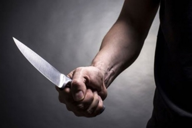 У Черкасах чоловік вдарив ножом знайомого