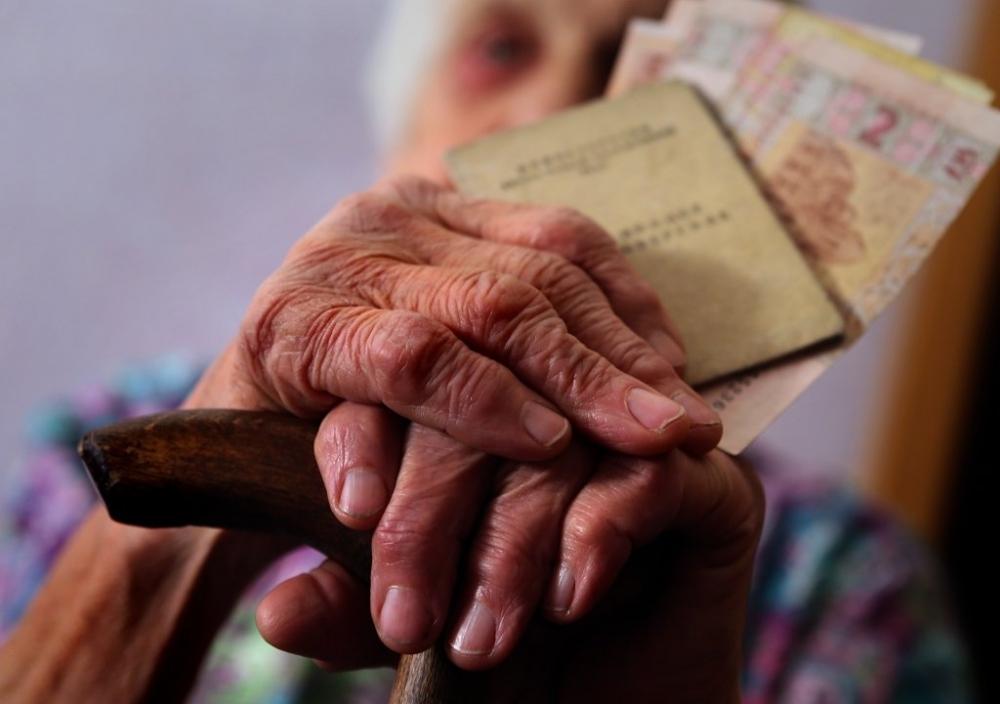 Одинокі пенсіонери старші за 80 років, які потребують стороннього догляду, отримають щомісячну допомогу 685 грн