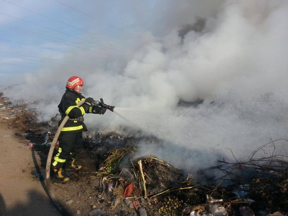 Рятувальники ліквідували дві пожежі сміттєзвалищ
