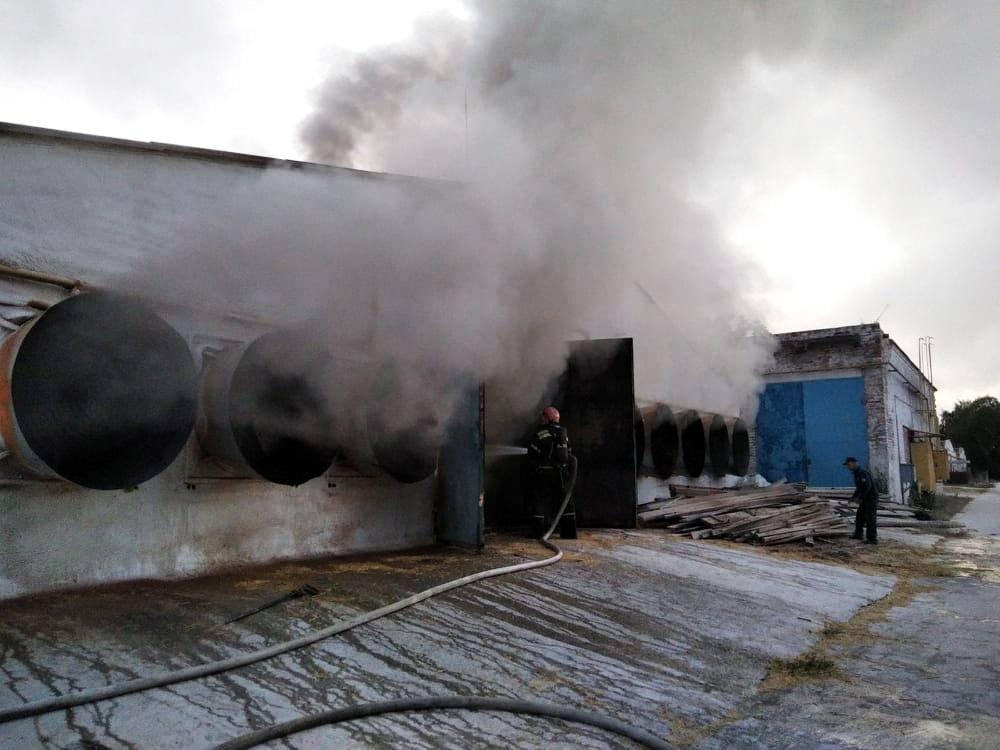 У Шполі пожежа знищила 3 тони соломи на птахофабриці