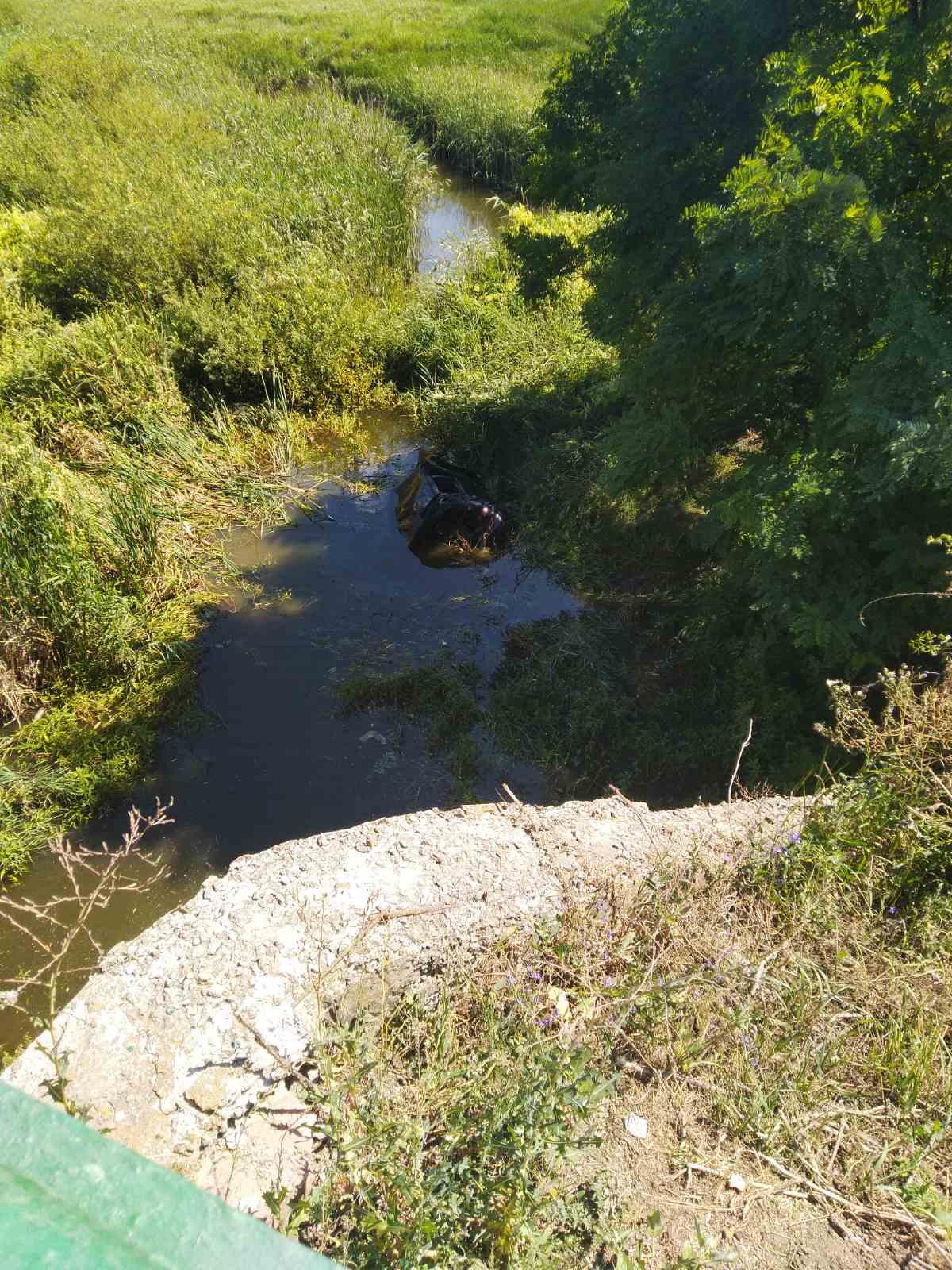 На Уманщині чоловік упав у річку за кермом автомобіля