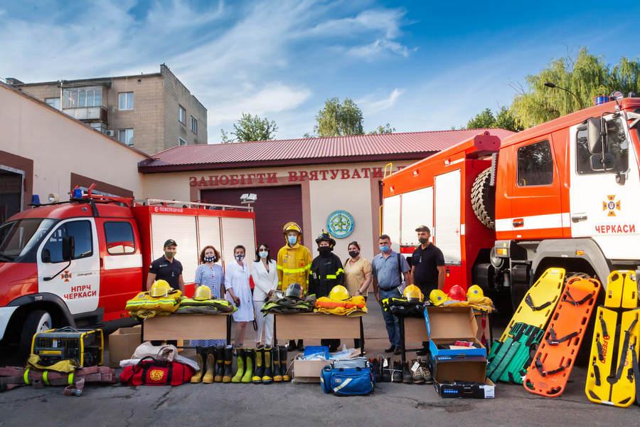 Канадці подарували захисний одяг та обладнання майбутнім черкаським рятувальникам