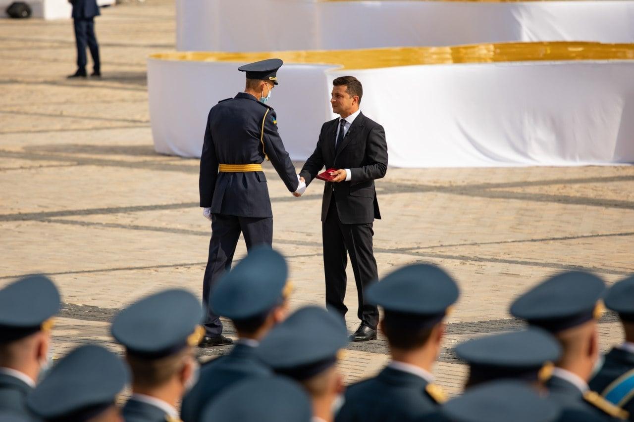 Черкаського рятувальника нагородив медаллю за службу Президент України