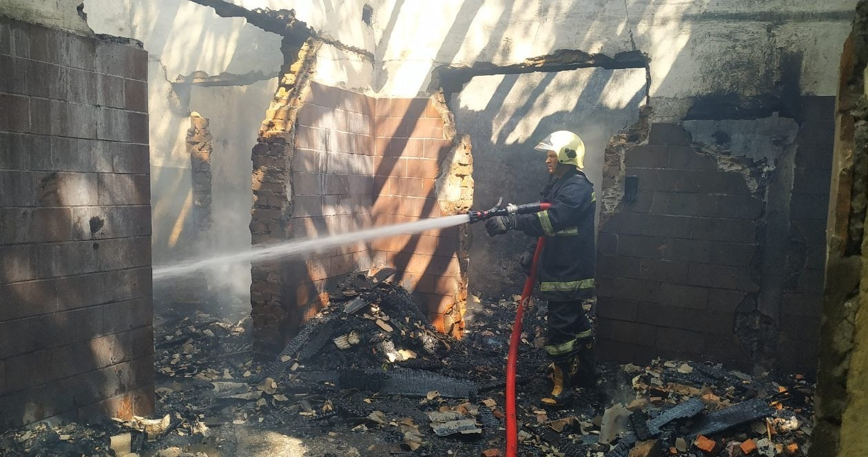 У Черкаській області рятувальники ліквідували дві пожежі надвірних споруд