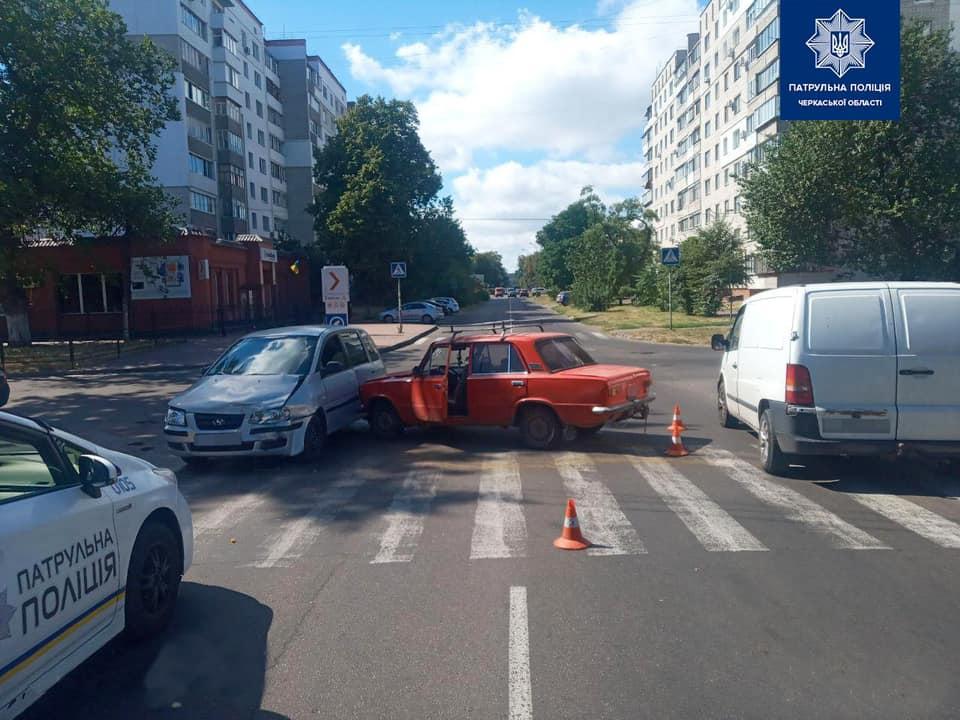 Сьогодні у Черкасах сталася ДТП на перехресті Гоголя та Пастерівської