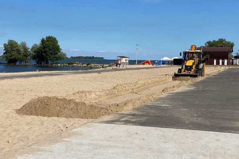 У Черкасах на березі Дніпра будують майданчик для занять кросфітом
