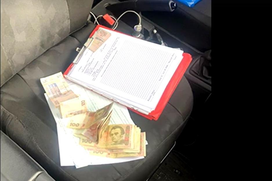 Черкаські патрульні затримали нетверезу кермувальницю за спробу дати хабар