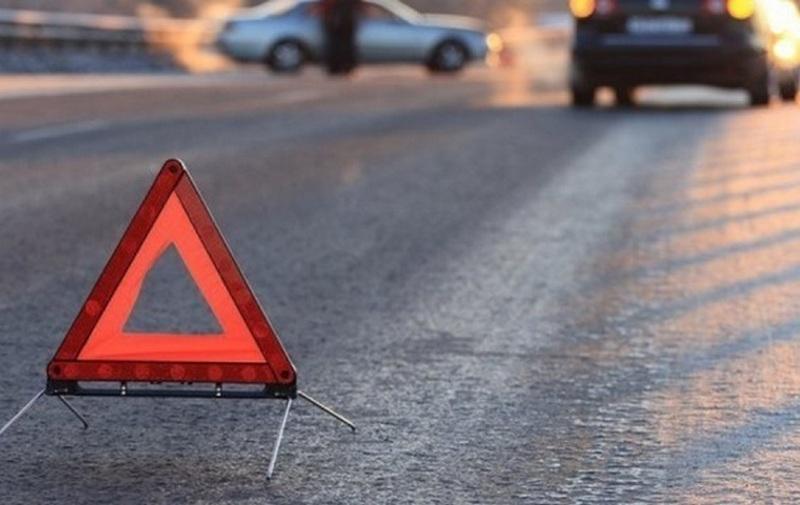 У Драбові водія з автомобіля визволяли рятувальники