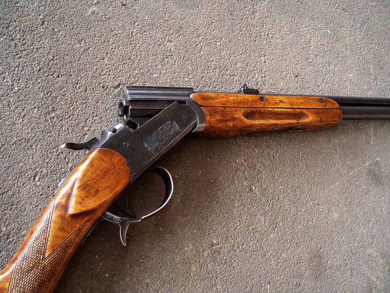 Колишній працівник поліції намагався незаконно продати зброю