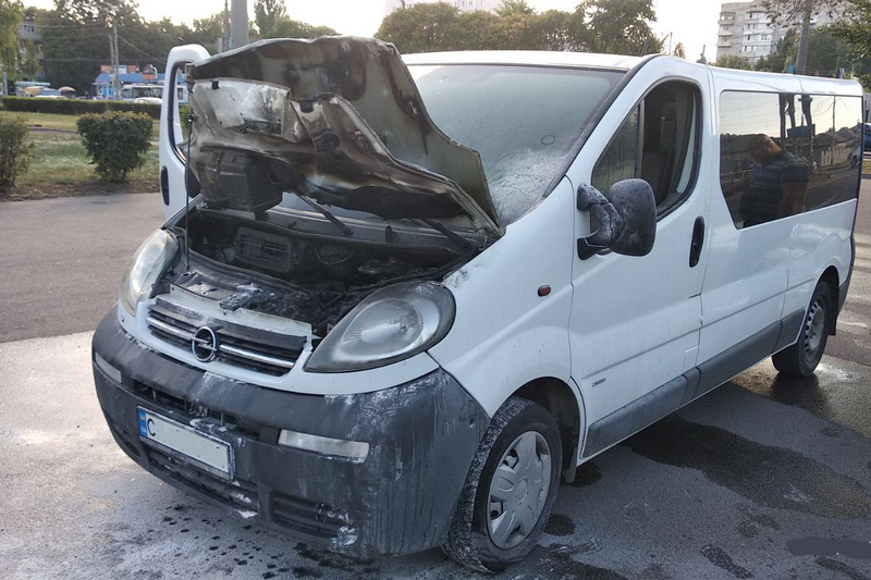 У Черкасах під час руху загорілась машина