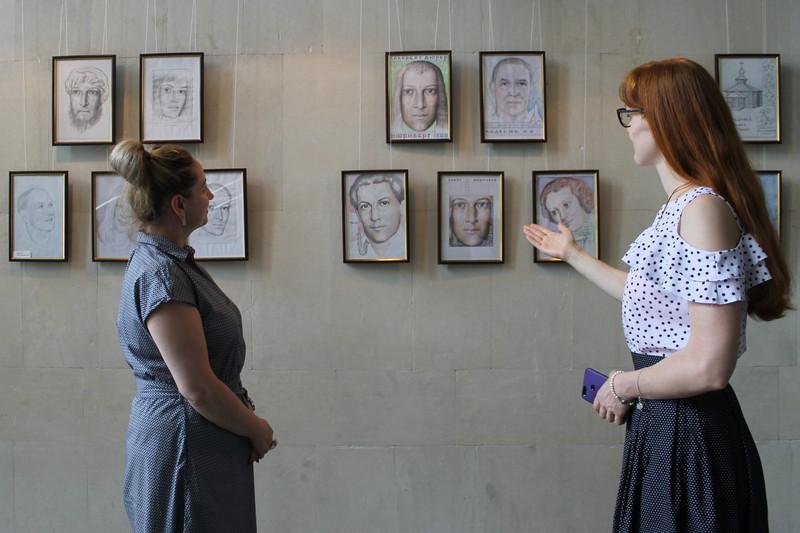 Переселенець із Макіївки на Золотоніщині малює унікальні картини