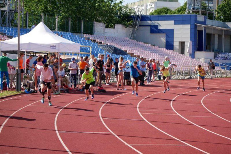 Майже сотня легкоатлетів змагалися за перемогу на чемпіонаті області