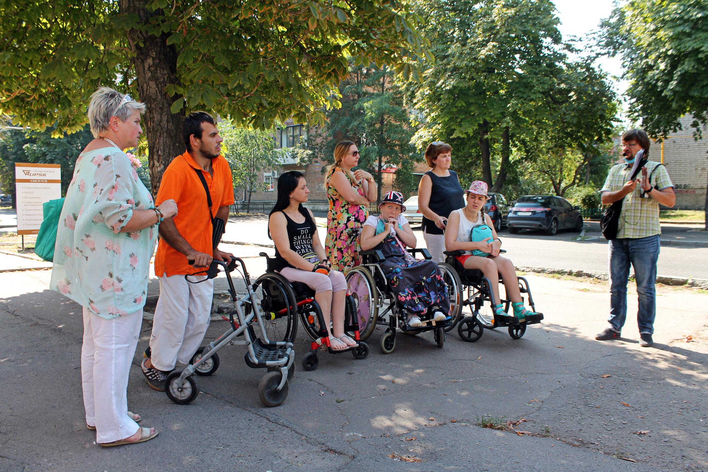 У Черкасах влаштували екскурсію для людей з інвалідністю