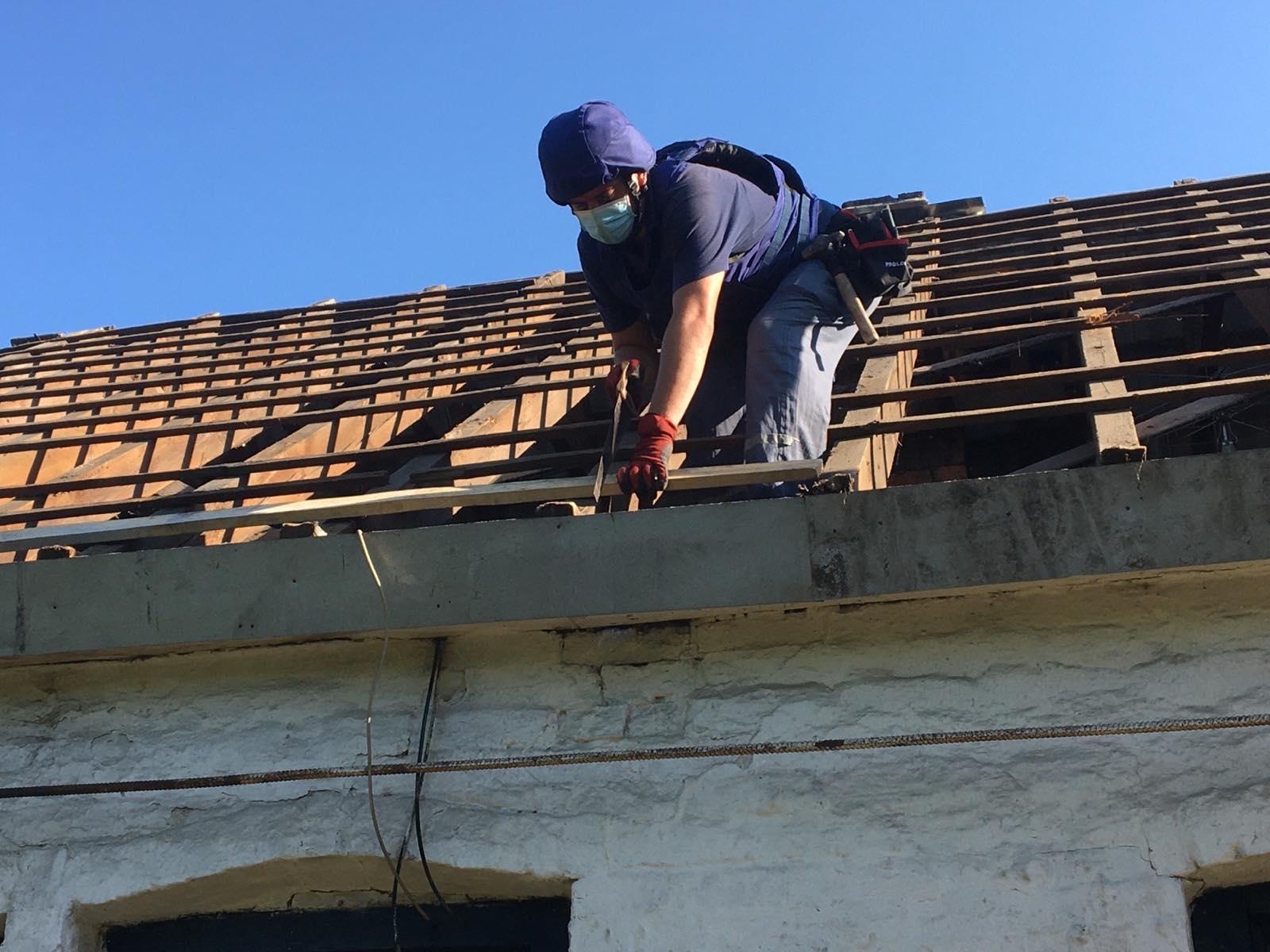 Черкаські рятувальники відновлюють будинки на Донеччині