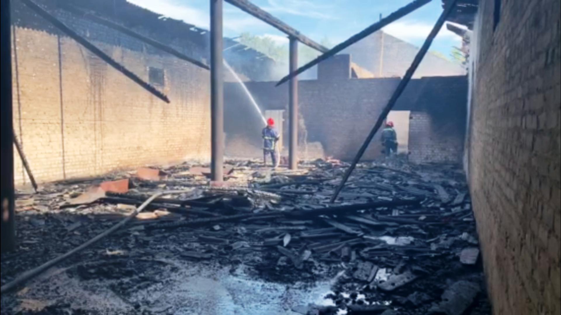 У Монастирищенському районі рятувальники ліквідували пожежу в складській будівлі