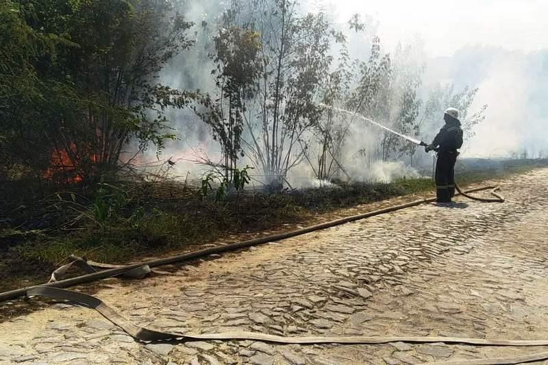 На Черкащині через спалювання сухої трави сталося 6 пожеж