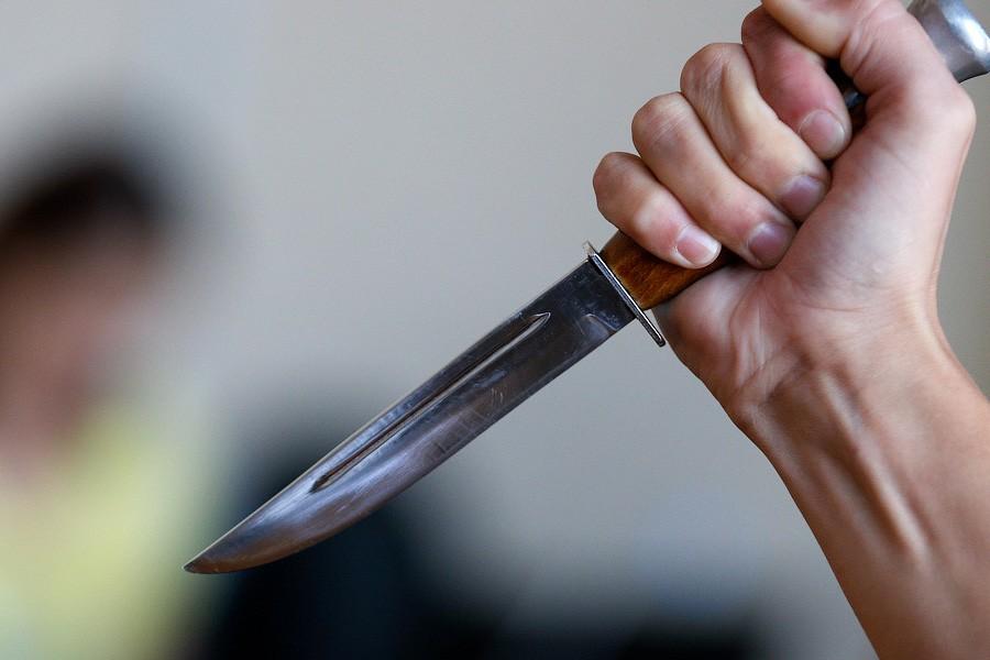 Поліцейські на Черкащині затримали жінку, яка ледь не вбила свого чоловіка