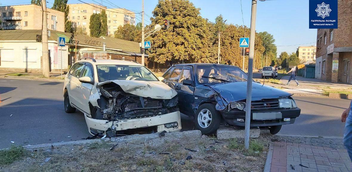 На перехресті в Черкасах зіткнулись два легковики