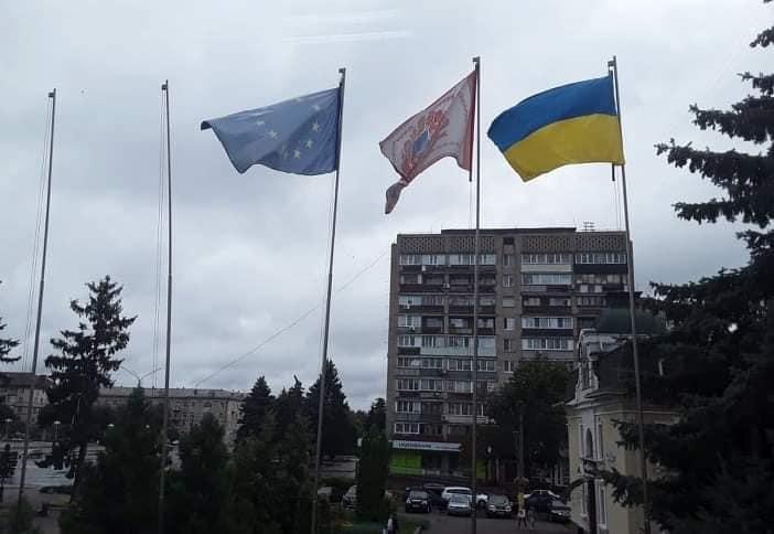 Біля міської ради піднімуть білоруський прапор