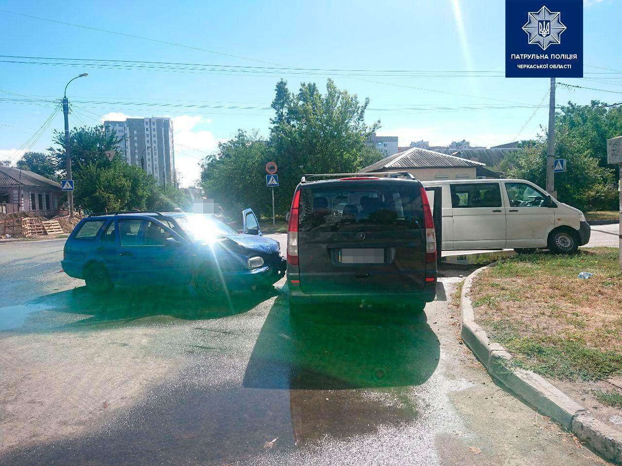 У Черкасах потрійна ДТП на перехресті