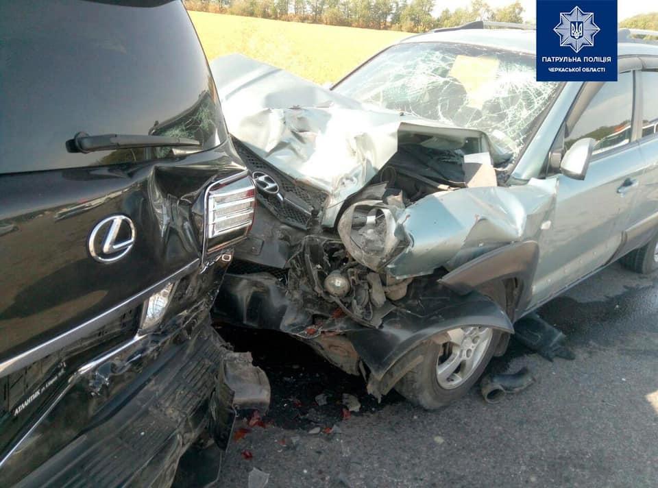 ДТП між «Lexus» та «Hyundai» сталася на автодорозі М-05 Київ-Одеса (ФОТО)