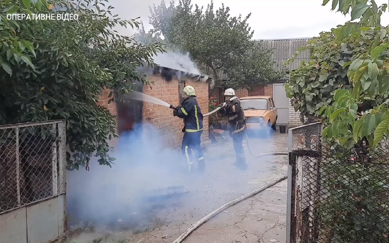 На Черкащині рятувальники ліквідували пожежу в гаражі (ВІДЕО)