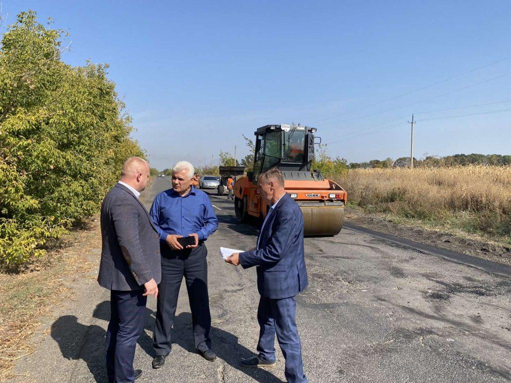 У Черкаському районі проводять ямкові ремонти місцевих доріг