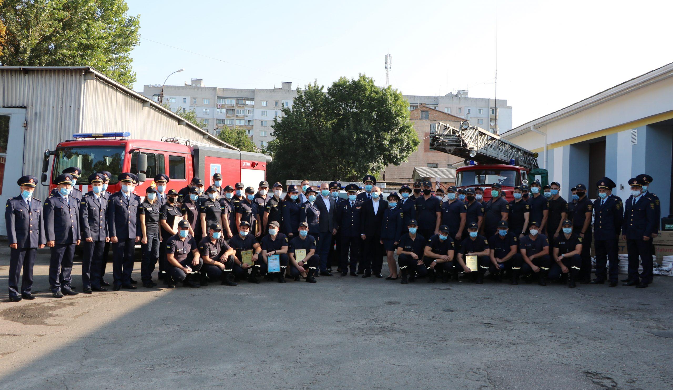 Черкаських рятівників нагородили з нагоди свята