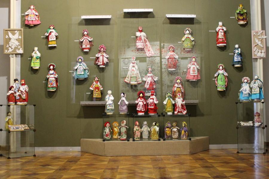У Черкаському музеї презентували виставку ляльок