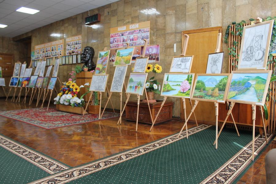 Виставка робіт учнів Драбівської дитячої школи мистецтв