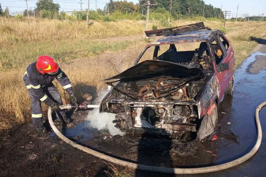 На Монастирищині під час руху згоріла машина