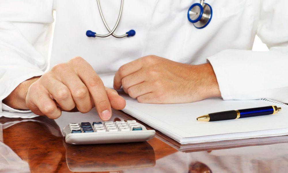 Медикам виплатять підвищені зарплати в кінці вересня